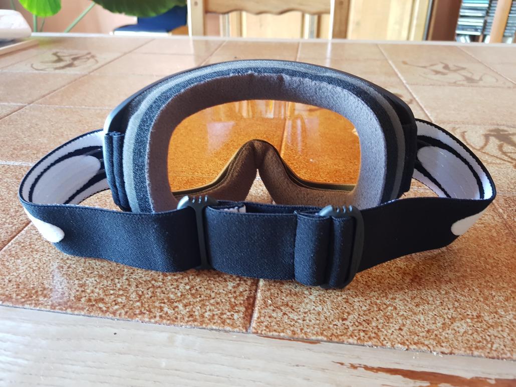 Il est temps d investir dans un masque avec une vitre conçu pour le jour  blanc et une vision élargie. Le rapport qualité prix n est pas le meilleur  mais ... aa0847f67b7a