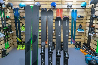 Skis Elan, chaussures Roxa et accessoires Uvex 2019
