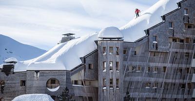 Richard Permin skie sur les toits d'Avoriaz...