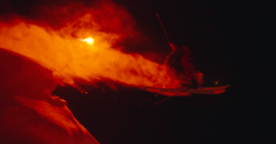Ski nocturne poursuivi par une étrange source lumineuse