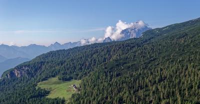 Deux voies d'escalade emblématiques dans les Dolomites Agordines.