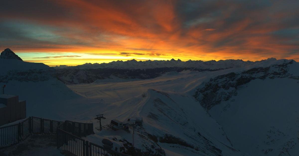 Le ciel en feu dans les Alpes ce matin...