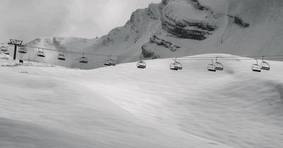 Les stations de ski ouvriront enfin leurs remontées mécaniques le 7 janvier. Ou pas.